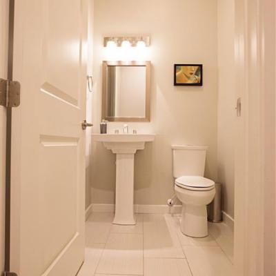 Sabrina_Bathroom-1