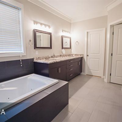 Sabrina_Bathroom-8